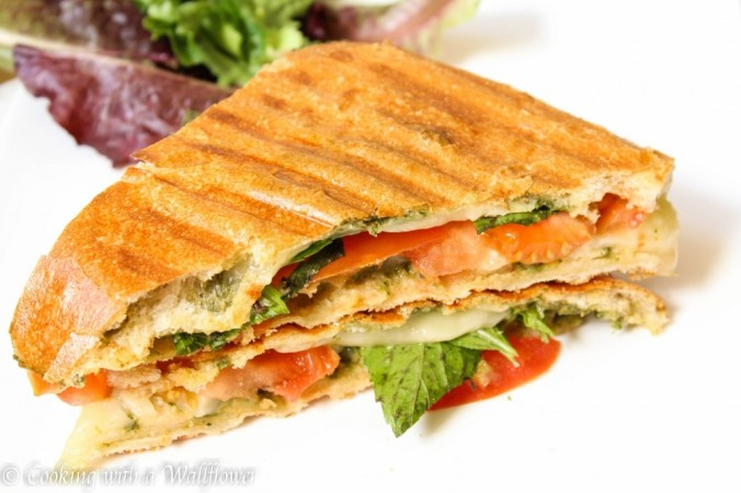 Tomato-Basil-Grilled-Cheese-Sandwich-1-1024x682
